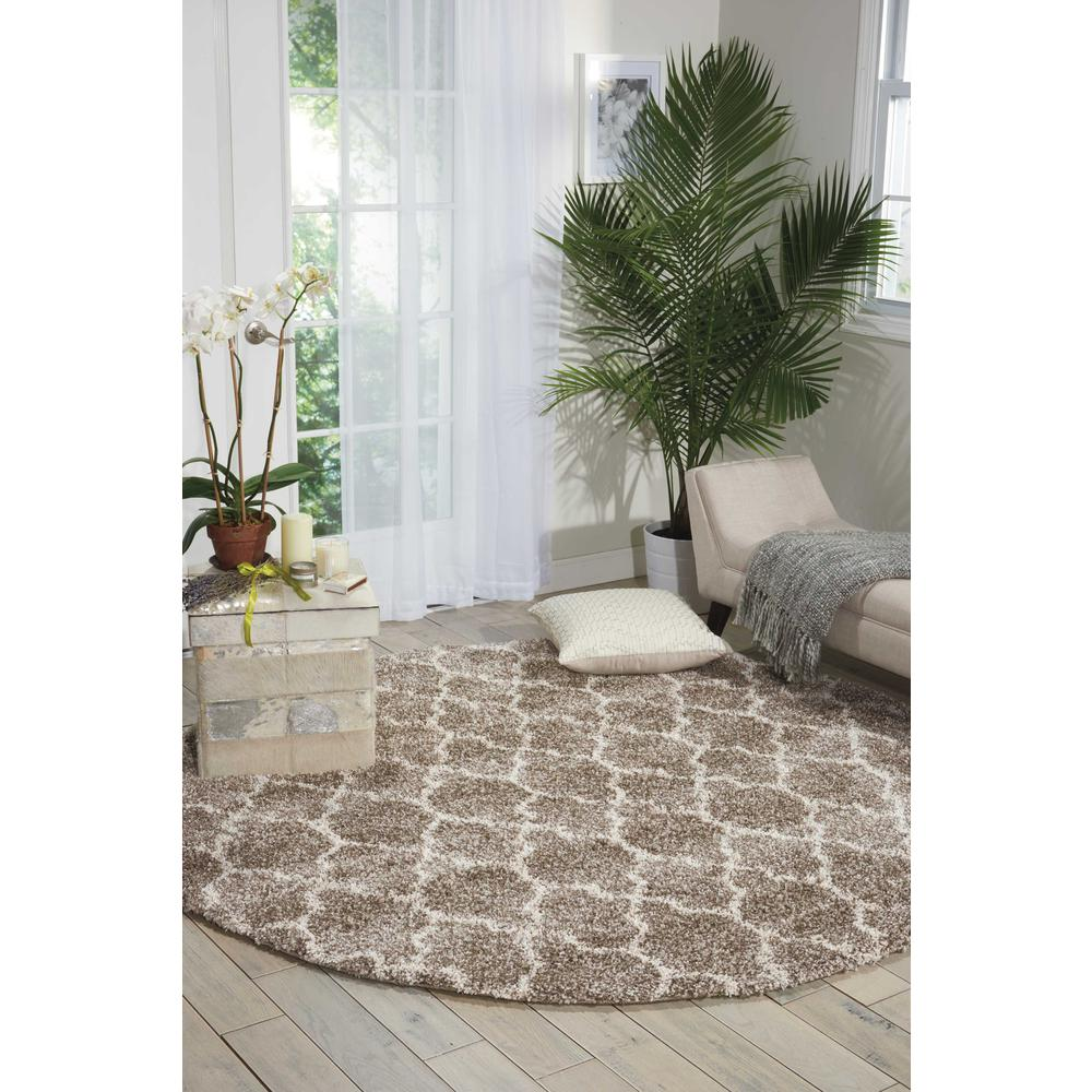 """Amore Area Rug, Stone, 6'7"""" x ROUND. Picture 3"""