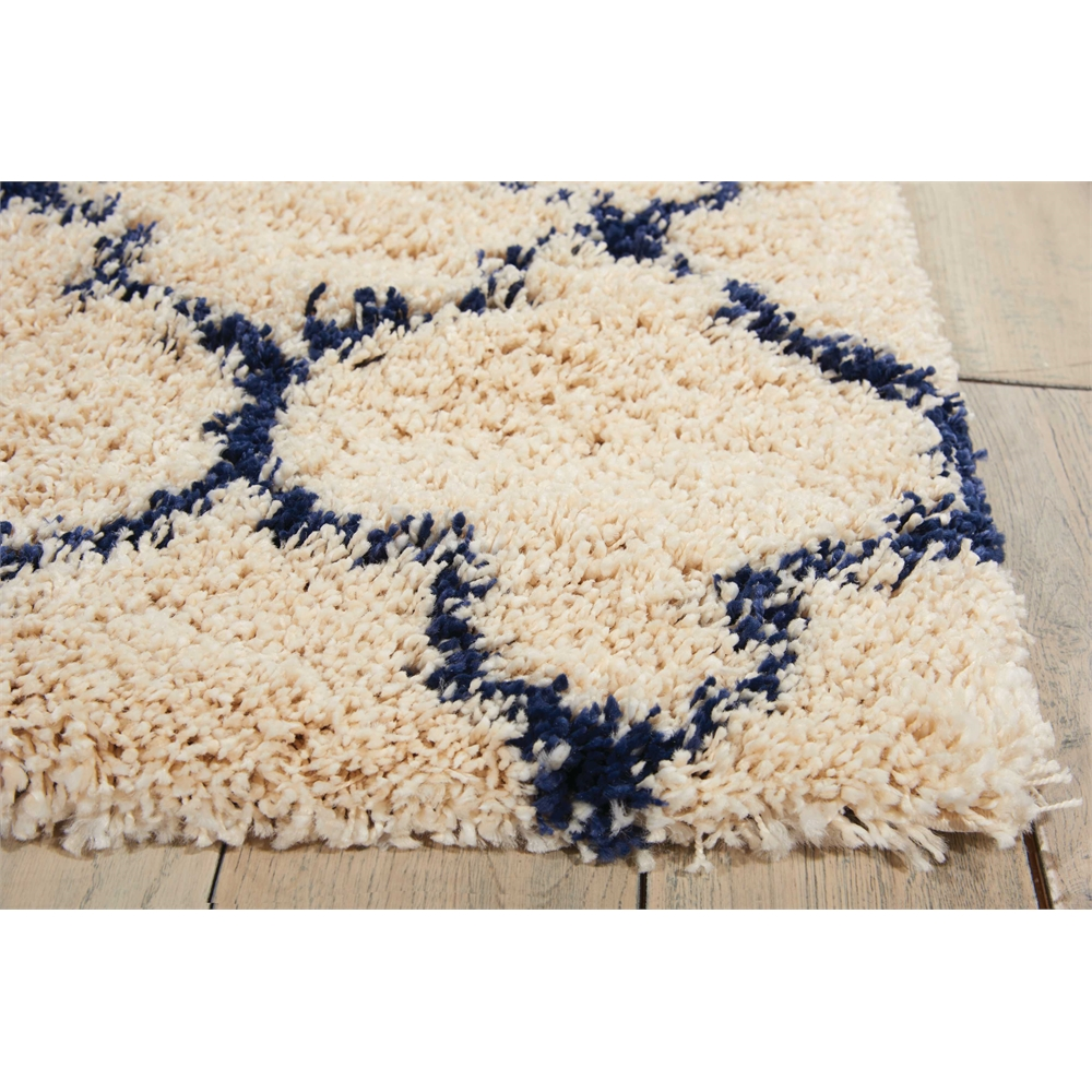 """Amore Area Rug, Ivory/Blue, 2'2"""" x 7'6"""". Picture 3"""