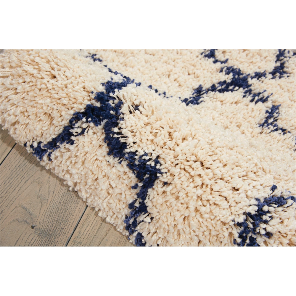"""Amore Area Rug, Ivory/Blue, 2'2"""" x 7'6"""". Picture 4"""