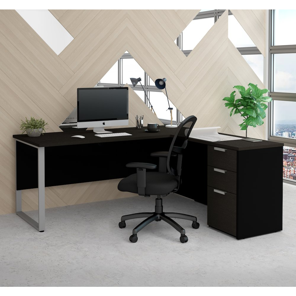 Pro-Concept Plus L-Desk with Metal Leg in Deep Grey & Black. Picture 3