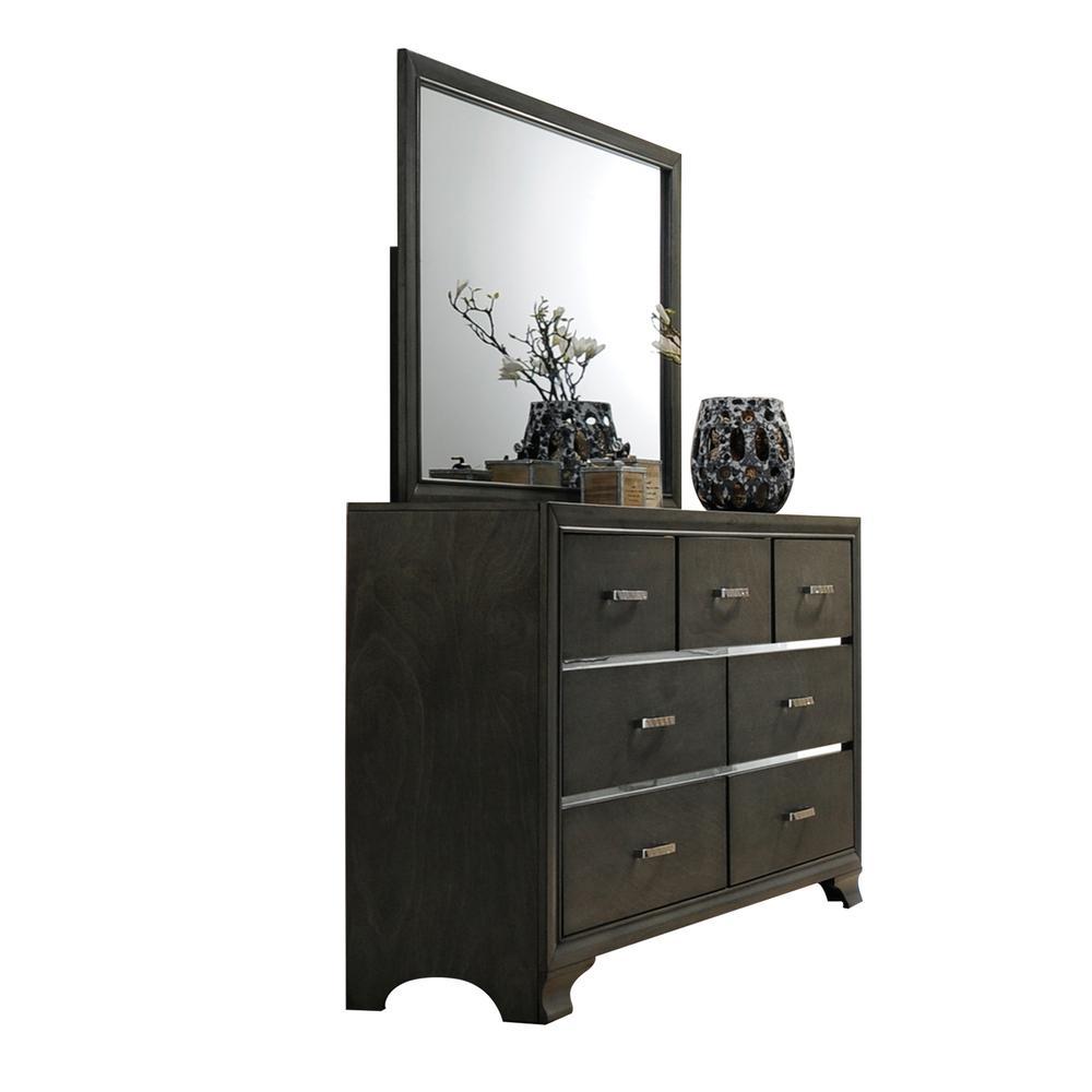 Carine Dresser, Gray. Picture 1