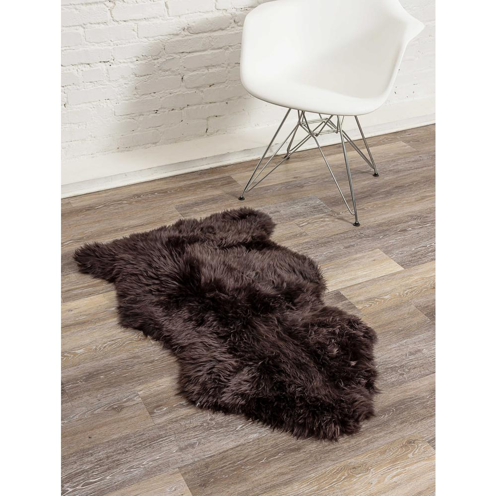 2' x 3' Chocolate New Zealand Natural Sheepskin Rug - 376921. Picture 3