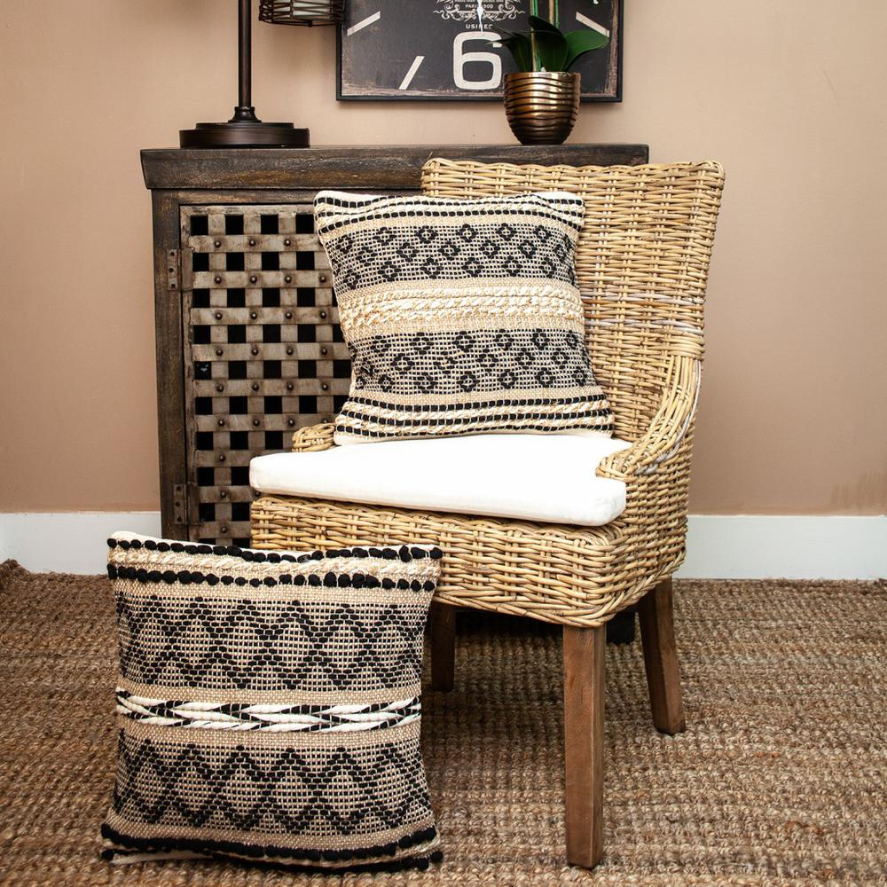 Black and Sand Woven Decorative Pillow - 383173. Picture 2