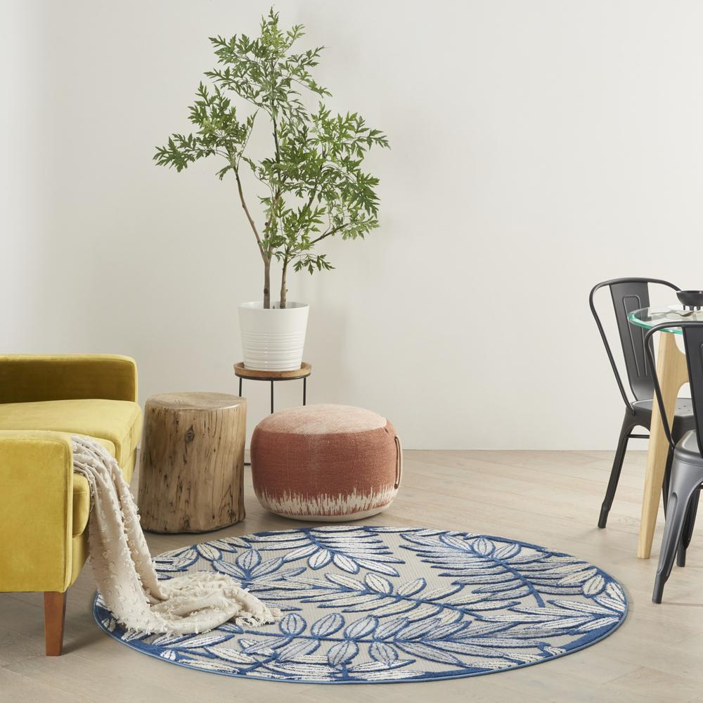 5' Round Ivory and Navy Leaves Indoor Outdoor Area Rug - 384883. Picture 9