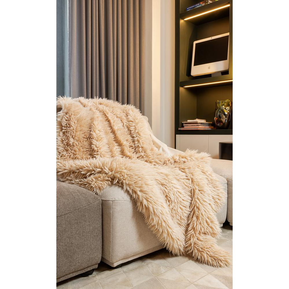 Chunky Flokati Faux Wool Off White Throw Blanket - 386752. Picture 3