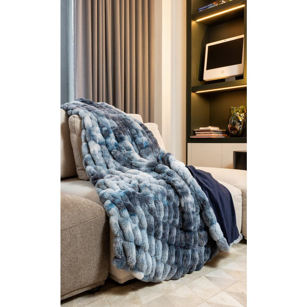 Chunky Sectioned Shades of Blue Faux Fur Throw Blanket - 386754. Picture 2