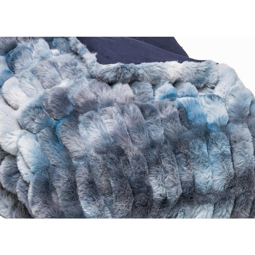Chunky Sectioned Shades of Blue Faux Fur Throw Blanket - 386754. Picture 4
