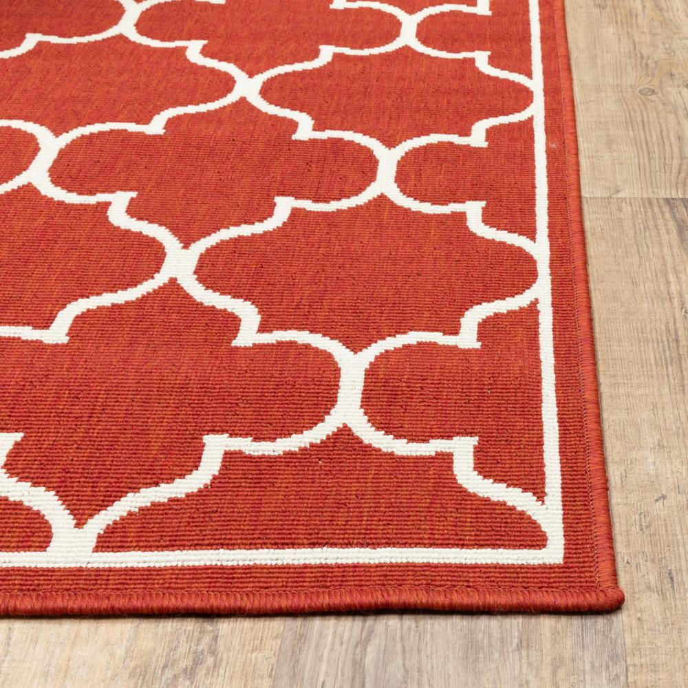 8' Round Red and Ivory Trellis Indoor Outdoor Area Rug - 388664. Picture 2