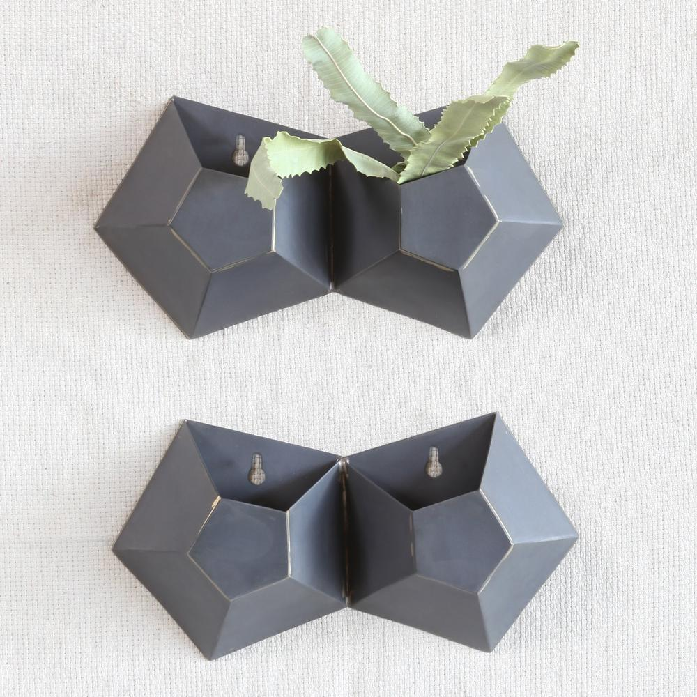 Double Pentagonal Iron Wall Vase - 388882. Picture 2