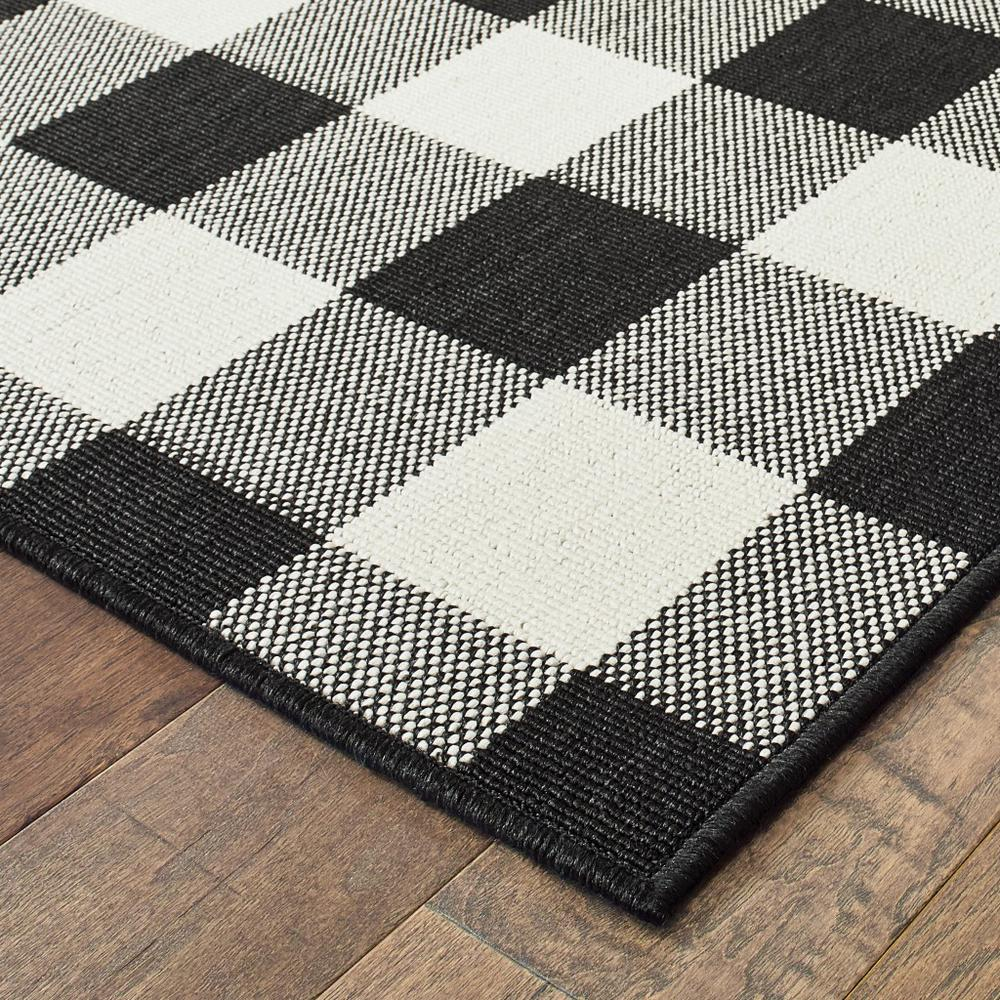 2'x8' Black and Ivory Gingham Indoor Outdoor Runner Rug - 389517. Picture 7