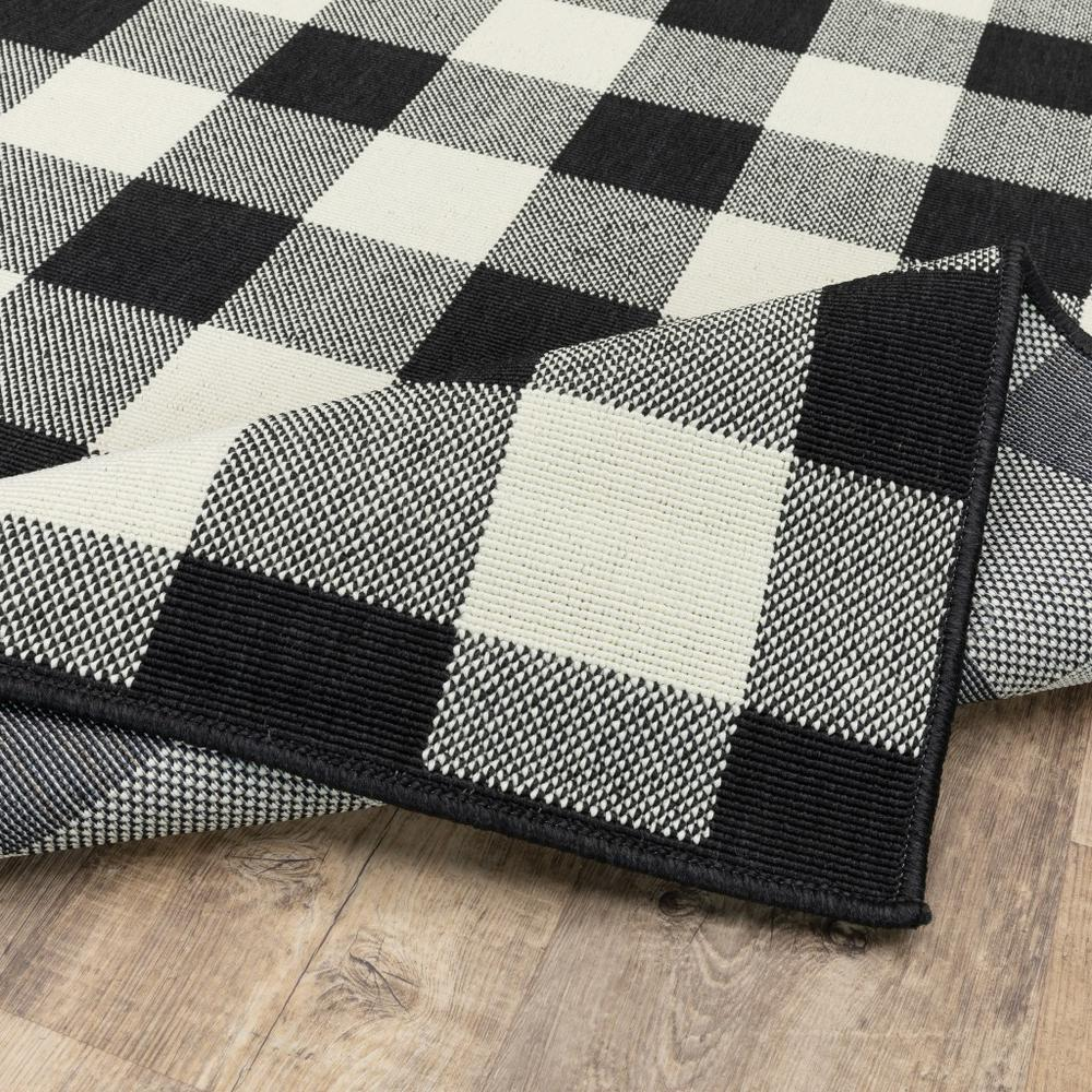 2'x8' Black and Ivory Gingham Indoor Outdoor Runner Rug - 389517. Picture 8