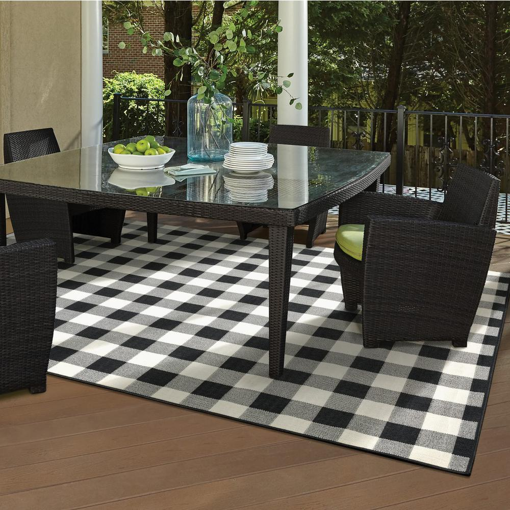 9'x13' Black and Ivory Gingham Indoor Outdoor Area Rug - 389523. Picture 9