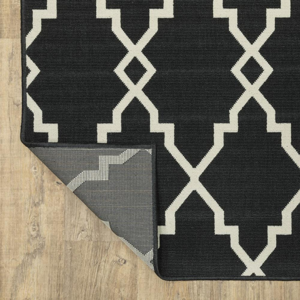 2'x8' Black and Ivory Trellis Indoor Outdoor Runner Rug - 389531. Picture 8