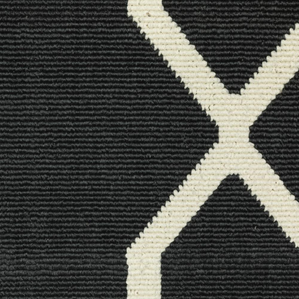 8'x11' Black and Ivory Trellis Indoor Outdoor Area Rug - 389535. Picture 3