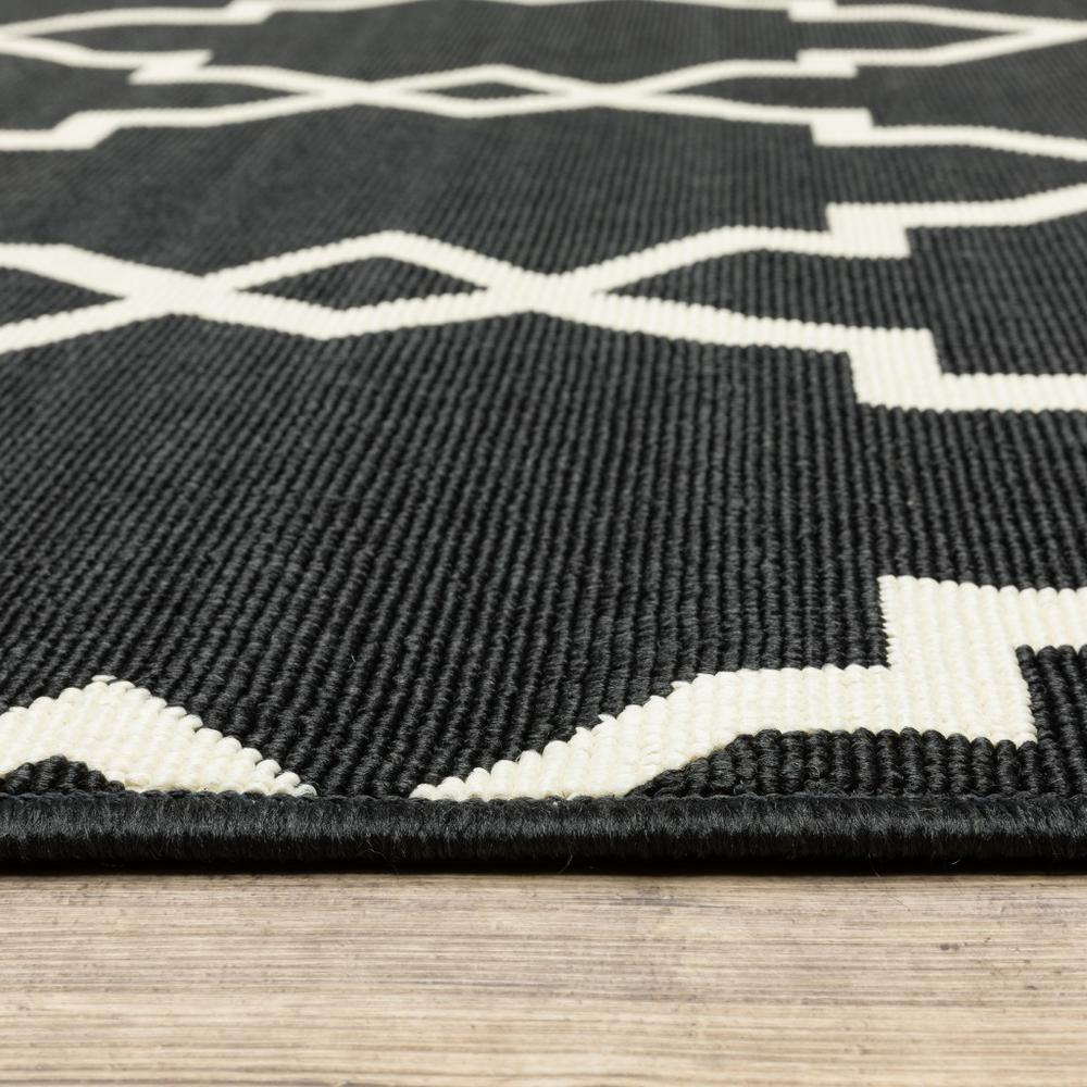 8'x11' Black and Ivory Trellis Indoor Outdoor Area Rug - 389535. Picture 4