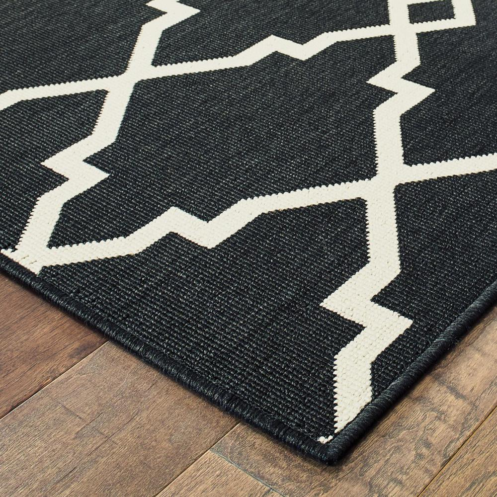 8'x11' Black and Ivory Trellis Indoor Outdoor Area Rug - 389535. Picture 7