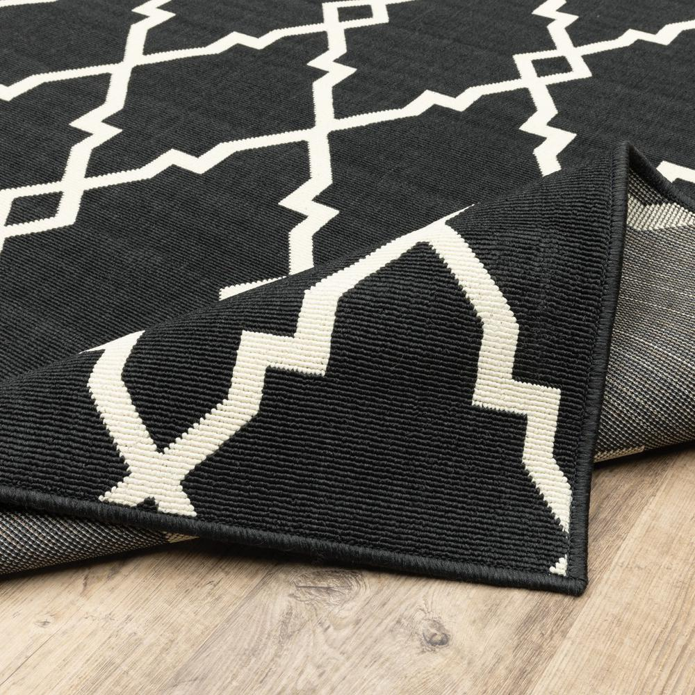 8'x11' Black and Ivory Trellis Indoor Outdoor Area Rug - 389535. Picture 9