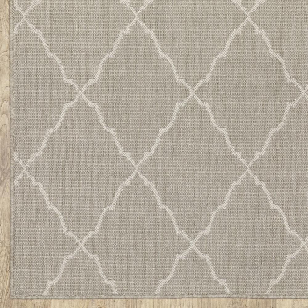 8'x10' Gray and Ivory Trellis Indoor Outdoor Area Rug - 389551. Picture 2