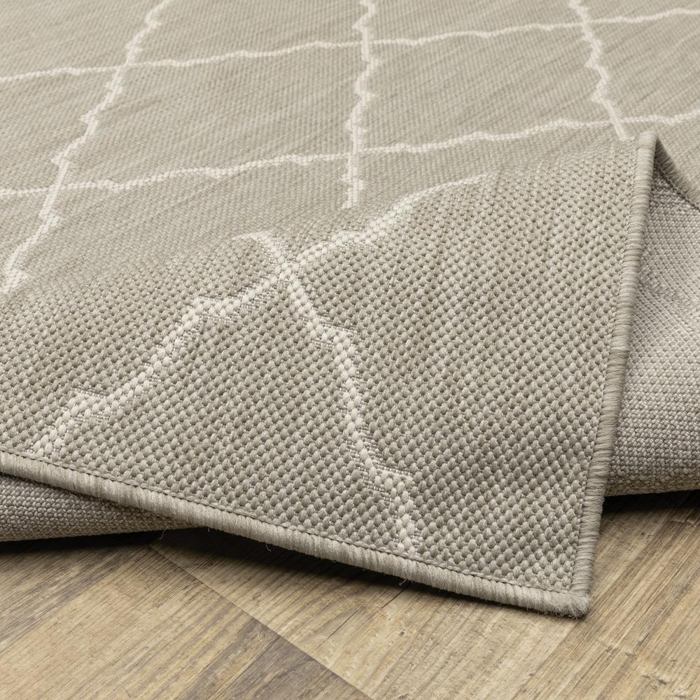 8'x10' Gray and Ivory Trellis Indoor Outdoor Area Rug - 389551. Picture 3