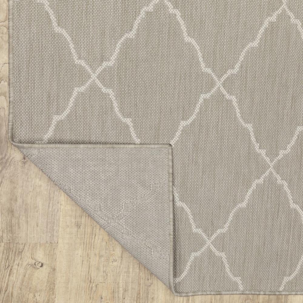 8'x10' Gray and Ivory Trellis Indoor Outdoor Area Rug - 389551. Picture 4