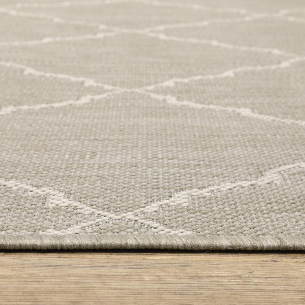 8'x10' Gray and Ivory Trellis Indoor Outdoor Area Rug - 389551. Picture 6