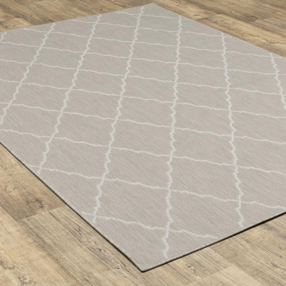 8'x10' Gray and Ivory Trellis Indoor Outdoor Area Rug - 389551. Picture 7