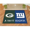 "FANMATS NFL - Green Bay Packers - New York Giants House Divided Rugs 33.75""x42.5"""